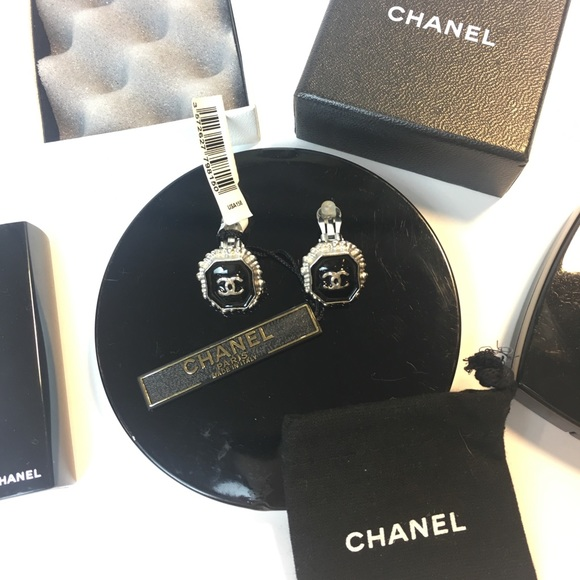 CHANEL Jewelry - AUTHENTIC RARE CHANEL CC ENAMEL SILVER CLIP ONS